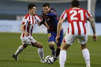 epa08944891 FC Barcelona's Lionel Messi (R) in action against Athletic Bilbao's Unai Vencedor (L) during the Spanish Supercup final soccer match between FC Barcelona and Athletic Bilbao at Cartuja stadium, Seville, southern Spain, 17 January 2021.  EPA/Jose Manuel Vidal