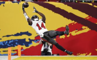 epa08995163 Tampa Bay Buccaneers wide receiver Chris Godwin makes an acrobatic catch but comes down out of bounds against the Kansas City Chiefs in the third quarter of the National Football League Super Bowl LV at Raymond James Stadium in Tampa, Florida, USA, 07 February 2021.  EPA/ERIK S. LESSER