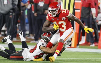 epa08994941 Kansas City Chiefs wide receiver Byron Pringle (R) is tackled by Tampa Bay Buccaneers Sean Murphy-Bunting in the first quarter of the National Football League Super Bowl LV at Raymond James Stadium in Tampa, Florida, USA, 07 February 2021.  EPA/CJ GUNTHER