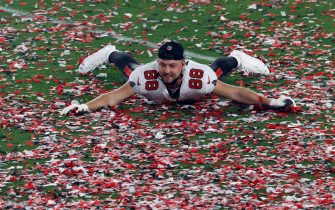 epa08995305 Tampa Bay Buccaneers tight end Tanner Hudson celebrates on the field with confetti after the Tampa Bay Buccaneers defeated the Kansas City Chiefs in the National Football League Super Bowl LV at Raymond James Stadium in Tampa, Florida, USA, 07 February 2021.  EPA/GARY BOGDON
