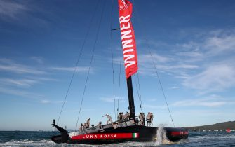 AUCKLAND, NEW ZEALAND - FEBRUARY 21: Prada Luna Rossa win race 8 and the 2021 Prada Cup Final against INEOS Team UK on Auckland Harbour on February 21, 2021 in Auckland, New Zealand. (Photo by Fiona Goodall/Getty Images)
