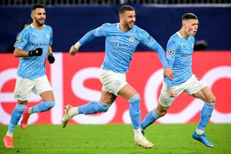 epa09135897 Manchester City's Phil Foden (R) celebrates with his teammates after scoring the 2-1 lead during the UEFA Champions League quarter final, second leg soccer match between Borussia Dortmund and Manchester City in Dortmund, Germany, 14 April 2021.  EPA/FREDERIC SCHEIDEMANN / POOL