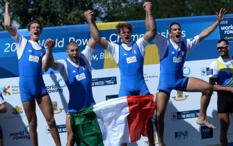 epa07021871 Filippo Mondelli, Andrea Panizza, Luca Rambaldi and Giacomo Gentili from Italy celebrate on the podium after wining a gold medal in the Mens Quadruple Sculls final A\ at the World Rowing Championship 2018 in Plovdiv, Bulgaria, 15 September 2018.  EPA/BORISLAV TROSHEV