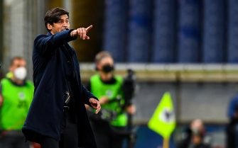 Roma s Portuguese coach Paulo Fonseca gestures during the Italian Serie A soccer match Uc Sampdoria vs As Roma at Luigi Ferraris stadium in Genoa, Italy, 2 May 2021 ANSA/SIMONE ARVEDA