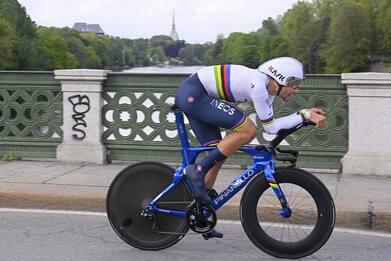Giro d'Italia, Ganna vince la crono a Torino. È la prima maglia rosa