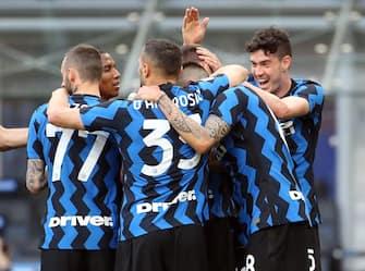 I giocatori dell'Inter esultano per un gol nella partita vinta contro la Sampdoria