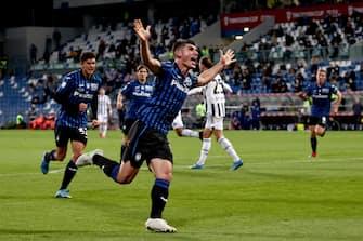 Atalanta's Ruslan Malinovskyi celebrates after goal 1-1 during the Coppa Italia Tim Vision Final between Atalanta BC and Juventus at Mapei Stadium Tricolore on May 19, 2021 in Reggio nell'Emilia, Italy.ANSA/PAOLO MAGNI