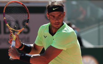 epa09241265 Rafael Nadal of Spain eyes the ball during the 1st round match against Alexei Popyrin of Australia at the French Open tennis tournament at Roland Garros in Paris, France, 01 June 2021.  EPA/CHRISTOPHE PETIT TESSON