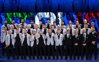 La nazionale italiana di calcio con lo staff prima dell'inizio degli Europei