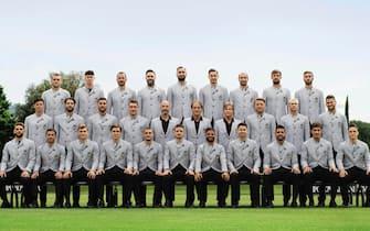 Foto di gruppo della Nazionale italiana di calcio che parteciperà a Euro 2021 con la divisa firmata Armani