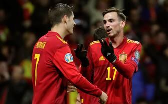 epa08006859 Spain's Alvaro Morata (L) and Fabian Ruiz react during the UEFA EURO 2020 qualifying group F soccer match between Spain and Romania at the Wanda Metropolitano stadium in Madrid, Spain, 18 November 2019.  EPA/JUANJO MARTIN