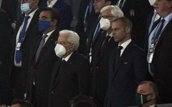 epa09263122 Italian president Sergio Mattarella (C-L) and UEFA president Aleksander Ceferin (C-R)   before the UEFA EURO 2020 group A preliminary round soccer match between Turkey and Italy at the Olympic Stadium in Rome, Italy, 11 June 2021.  EPA/Alessandra Tarantino / POOL (RESTRICTIONS: For editorial news reporting purposes only. Images must appear as still images and must not emulate match action video footage. Photographs published in online publications shall have an interval of at least 20 seconds between the posting.)