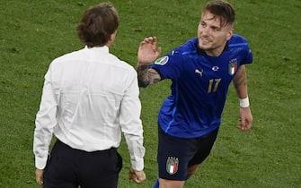 Immobile esulta con Mancini dopo il 3-0 in Italia-Svizzera