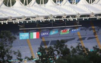 Le bandiere di Italia e Galles allo stadio Olimpico di Roma prima del match di Euro 2020