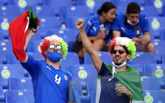 Tifosi sugli spalti dello stadio Olimpico di Roma durante Italia Galles