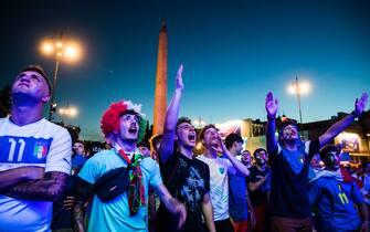 Tifosi dell'Italia in piazza del Popolo, a Roma, durante una partita degli Azzurri di Euro 2020