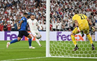 LONDON, ENGLAND - JULY 11: Luke Shaw of England scores their side's first goal past Gianluigi Donnarumma of Italy during the UEFA Euro 2020 Championship Final between Italy and England at Wembley Stadium on July 11, 2021 in London, England. (Photo by Andy Rain - Pool/Getty Images)