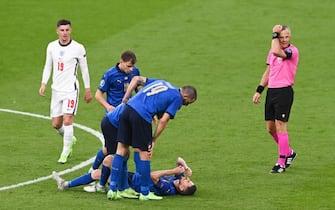 Jorginho a terra per un problema fisico durante la finale di Euro 2020