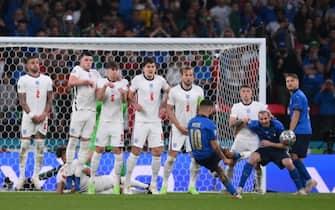 Una punizione calciata da Insigne durante la finale di Euro 2020