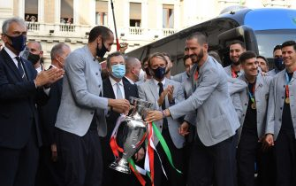 (From L) President of the Italian Football Federation (FIGC), Gabriele Gravina, Italy's defender Giorgio Chiellini, Italy's Prime Minister, Mario Draghi, Italy's coach Roberto Mancini, Italy's defender Leonardo Bonucci, holding with Chiellini the UEFA EURO 2020 winner's trophy, Italy's goalkeeper Gianluigi Donnarumma, Italy's defender Giovanni Di Lorenzo and Italy's midfielder Matteo Pessina pose as players of Italy's national football team arrive to attend a ceremony at the prime minister's office Palazzo Chigi in Rome on July 12, 2021, a day after Italy won the UEFA EURO 2020 final football match between Italy and England. (Photo by Tiziana FABI / AFP) (Photo by TIZIANA FABI/AFP via Getty Images)