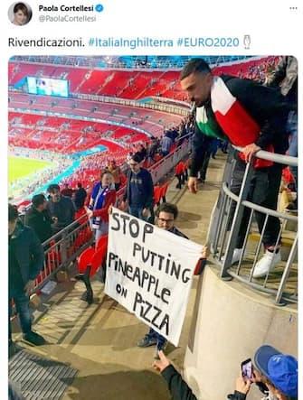 meme su italia inghilterra, striscione dei tifosi italiani a Wembley
