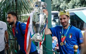 Goalkeeper Gianluigi Donnarumma and Captain of Italy Giorgio Chiellini carries the trophy after the UEFA EURO 2020, Rome, 12 July 2021. Italy won the game in penalty shoot-out. ANSA/FABIO FRUSTACI