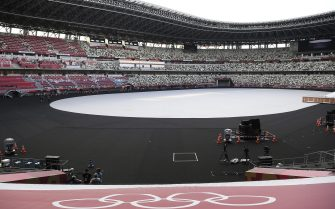 epa09345736 A view of the empty National Stadium, the main stadium of the 2020 Tokyo Olympic Games, in Tokyo, Japan, 15 July 2021. The pandemic-delayed 2020 Summer Olympics are schedule to open on July 23 with spectators banned from most Olympic events due to COVID-19 surge.  EPA/Tamas Kovacs HUNGARY OUT