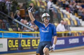 epa07926096 Italian Elia Viviani cheers after winning the men's elimination race final during the qualification round of the men's Team Sprint at the European Track Cycling Championships in Apeldoorn, Netherlands, 16 October 2019.  EPA/VINCENT JANNINK