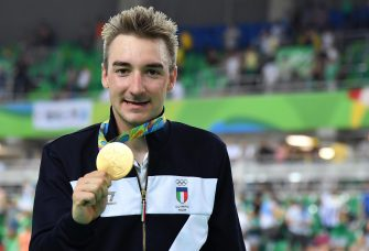 Gold medal Elia Viviani of Italy celebrates after winning Men's Omnium Points Race of the Rio 2016 Olympic Games Track Cycling events at the Rio Olympic Velodrome in the Olympic Park in Rio de Janeiro, Brazil, 15 August 2016.        ANSA/ETTORE FERRARI