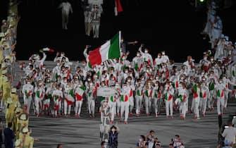 Gli atleti dell'Italia durante la cerimonia di apertura delle Olimpiadi di Tokyo