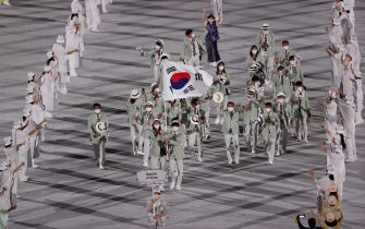 epa09359756 The South Korean delegation parades during the Opening Ceremony of the Tokyo 2020 Olympic Games at the Olympic Stadium in Tokyo, Japan, 23 July 2021.  EPA/YONHAP SOUTH KOREA OUT