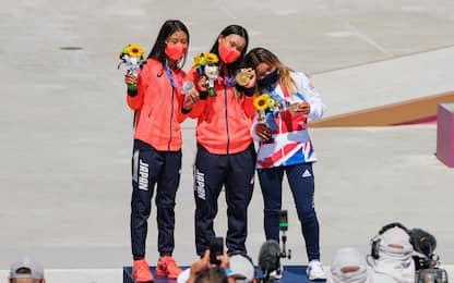 Olimpiadi 2021, baby-atlete sul podio skateboard. FOTO