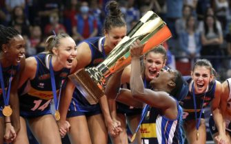 epa09448159 Italy's Miriam Fatime Sylla (front C) lifts the trophy as her teammates celebrate on the podium after winning the 2021 Women's European Volleyball Championship final between Serbia and Italy in Belgrade, Serbia, 04 September 2021.  EPA/ANDREJ CUKIC