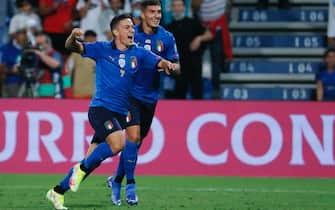 L'attaccante Giacomo Raspadori durante un allenamento con la Nazionale