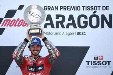 MotoGp Aragon: vince Bagnaia dopo duello con Marc Marquez. VIDEO