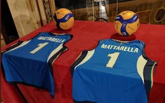 Le maglie e i palloni per Mattarella