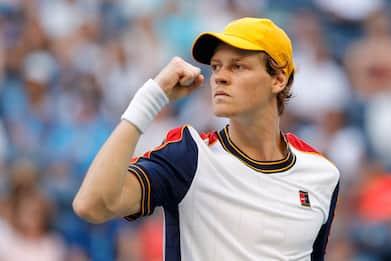 Tennis, Sinner vince a Sofia: Monfils battuto in due set