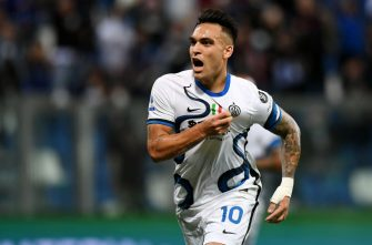 REGGIO NELL'EMILIA, ITALY - OCTOBER 02: Lautaro Martinez of FC Internazionale  celebrates after scoring their team's second goal from the penalty spot during the Serie A match between US Sassuolo v FC Internazionale at Mapei Stadium - Citta' del Tricolore on October 02, 2021 in Reggio nell'Emilia, Italy. (Photo by Alessandro Sabattini/Getty Images)