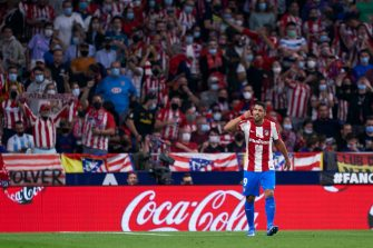 MADRID, SPAIN - OCTOBER 02: Luis Suarez of Atletico de Madrid celebrates after scoring his team's second goal during the La Liga Santander match between Club Atletico de Madrid and FC Barcelona at Estadio Wanda Metropolitano on October 02, 2021 in Madrid, Spain. (Photo by Quality Sport Images/Getty Images)