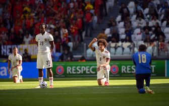 Belgium's midfielder Axel Witsel (2R) takes the knee against racism with other players before the UEFA Nations League third place football match between Italy and Belgium, at the Juventus Stadium, in Turin, on October 10, 2021. (Photo by Marco BERTORELLO / AFP) (Photo by MARCO BERTORELLO/AFP via Getty Images)