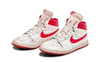 Michael Jordan, scarpe del 1984 vendute all'asta per 1,5 milioni