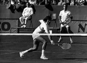 ©lapressearchivio storicosporttennisanni '70Coppa Davisnella foto: Adriano Panatta e Paolo Bertolucci durante una partita di Coppa DavisBUSTA 3131