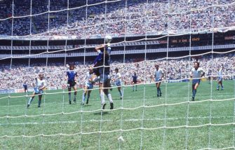 """Diego Maradona, Argentina, in a pics of 23 July 1986 scoring the legendary """"Hand of God"""" goal during the England - Argentina (1:2) match at the 1990 FIFA World Cup in Mexico.  Rome, 21 June. ANSA/ EPA"""