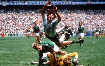 Retrospettiva Diego Armando Maradona - In foto con la maglia dell'Argentina contro la Germania nel 1986 (Werek / IPA/Fotogramma,  - 2010-10-20) p.s. la foto e' utilizzabile nel rispetto del contesto in cui e' stata scattata, e senza intento diffamatorio del decoro delle persone rappresentate