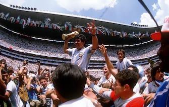 Retrospettiva Diego Armando Maradona - In foto il trionfo con l'Argentina nel 1986 (Werek / IPA/Fotogramma,  - 2010-10-20) p.s. la foto e' utilizzabile nel rispetto del contesto in cui e' stata scattata, e senza intento diffamatorio del decoro delle persone rappresentate