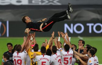 COLOGNE, GERMANY - AUGUST 21: Julen Lopetegui, Head Coach of Sevilla is thrown into the air in celebration by his players following their team's victory in the UEFA Europa League Final between Seville and FC Internazionale at RheinEnergieStadion on August 21, 2020 in Cologne, Germany. (Photo by Friedemann Vogel/Pool via Getty Images)