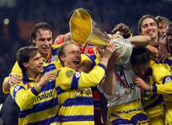 MOSCOW, RUSSIAN FEDERATION:  Parma's players celebrate with their trophy after beating Olympique de Marseille's 3-0, 12 May 1999 at Luzhniki Stadium in Moscow in the 28th UEFA soccer Cup final between Olympique de Marseille and Parma AC. (ELECTRONIC IMAGE) (Photo credit should read BORIS HORVAT/AFP via Getty Images)