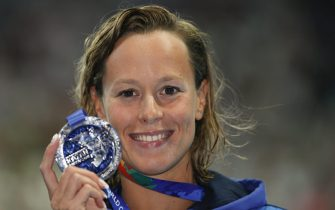 epa04873152 Federica Pellegrini of Italy poses with her Silver medal after finishing second in the women's 200m Freestyle Final during the FINA Swimming World Championships at Kazan arena in Kazan, Russia, 5 August 2015.  EPA/PATRICK B. KRAEMER