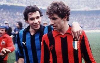 Giuseppe Baresi of FC Internazionale embraces his brother Franco Baresi of  AC Milan during the Serie A match between FC Internazionale and AC Milan at stadio Giuseppe Meazza 1979-80 in Milan, Italy. (Photo by Alessandro Sabattini/Getty Images)
