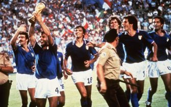 I  festeggiamenti dei giocatori della nazionale italiana dopo aver battuto la Germania nella finale dei Mondiali 1982. ANSA/ARCHIVIO/DRN